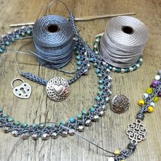 Bijoux komplett aus handgehäkeltem Bijoux - Crochet (e altre tecniche) gioielli - Bead Jewellery, Seed Bead Jewelry, Beaded Jewelry, Crochet Bracelet, Crochet Earrings, Bead Sewing, Wire Crochet, Rustic Jewelry, Homemade Jewelry