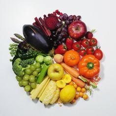 25 energy boosting foods and pretty too! Eat the rainbow folks! Onigirazu, Healthy Snacks, Healthy Eating, Healthy Fruits, Clean Eating, Vegetarian Recipes, Healthy Recipes, Easy Recipes, Eat The Rainbow