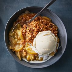 Slow-Cooker Apple Crisp Slow Cooker Apples, Slow Cooker Recipes, Crockpot Recipes, Cooking Recipes, Crockpot Dishes, Slow Cooking, Caramel Apple Crisp, Caramel Apples, Mcintosh Apples