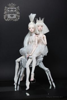 "Heralded as the ""new wave of Russian art-doll designers"", Elena and Ekaterina Popovy' talk to The Forest. Enchanted Doll, Popovy Sisters, Sculptures Céramiques, Arte Horror, Paperclay, Creepy Dolls, Doll Repaint, Russian Art, Custom Dolls"