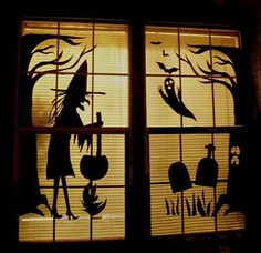 76 Scary but Creative DIY Halloween Window Decorations Ideas You Should Try Halloween Office, Cheap Halloween, Halloween Projects, Holidays Halloween, Spooky Halloween, Halloween Themes, Vintage Halloween, Halloween Party, Halloween House