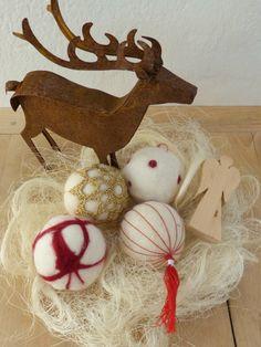 Weihnachtskugeln aus Filz   www.fantasiewerk.ch Yule Decorations, Pictures, Eight Days, Christmas Eve, Advent Calendar, Bricolage, Felting, Fantasy, Creative
