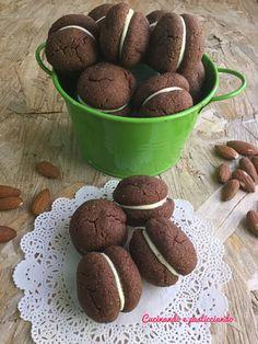 Cucinando e Pasticciando: Baci di dama al cioccolato