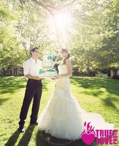 photo: truelovephoto.com published: ourweddingmag.com hair: tinaromo.com make-up: brushworxmakeup.com flowers: ambiencefloral.com  cake: sweetcakesbyrebecca.com
