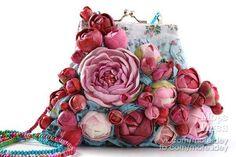 сумочки с цветами из полимерной глины, модельер-Claudia Chindea  http://secondstreet.ru/blog/peredelka_sumok/tsvetochnye-sumochki-nerve-tonic-trafik.html