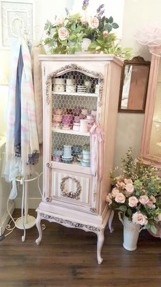 4 Far-Sighted ideas: Gray Shabby Chic Kitchen french shabby chic bedroom.Shabby Chic Mirror For Sale french shabby chic bedroom. Shabby Chic Design, Shabby Chic Mode, Shabby Chic Kitchen Decor, Shabby Chic Living Room, Shabby Chic Interiors, Shabby Chic Pink, Shabby Chic Bedrooms, Shabby Vintage, Shabby Chic Style