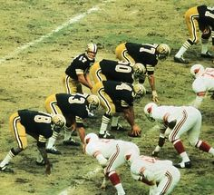 Im trying to determine if the New Orleans Saints wore names on the back of their jerseys in either 1967 or and if so, what color were the names. Football Uniforms, School Football, Sport Football, Football Helmets, Nfl History, Football Pictures, Professional Football, Vintage Football, National Football League