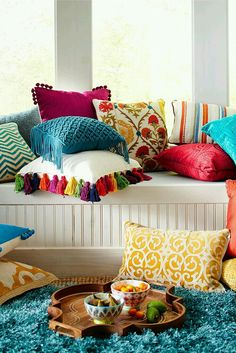 Bright And Colorful Living Room Designs Mix Colourful living room - Love these boho cushions!Mix Colourful living room - Love these boho cushions! Colourful Living Room, Bright Living Room Decor, Living Room Decor India, Colourful Home, Colourful Bedroom, Colorful Rooms, Boho Chic Living Room, Diy Casa, Home And Deco