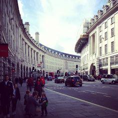 #regentstreet #london - @omeroc