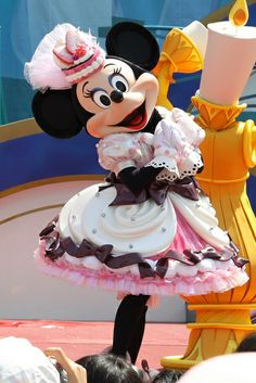 Cupcake Minnie! :)<< Look she's almost doing cupcake face, too.