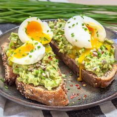 Tartines Avocat et Œuf Mollet - Free The PickleYou can find lavocat and more on our website.Tartines Avocat et Œuf Mollet - Free The Pickle Quick Recipes, Easy Healthy Recipes, Quick Meals, Healthy Snacks, Egg Recipes, Healthy Meal Prep, Healthy Cooking, Cooking Recipes, Avocado Toast