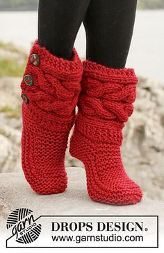 """Little Red Riding Slippers - Slippers with cables in Eskimo by DROPS design DIY Knit Slipper Boots Free Patterns by DROPS Design. My favorite: the Little Red Riding Hood Slippers. (via truebluemeandyou) These Knitted DROPS slippers with cables in """"Eskim Crochet Slipper Boots, Knitted Slippers, Crochet Shoes, Knit Crochet, Women's Slippers, Knit Slippers Free Pattern, Crochet Stitch, Crochet Baby, Knitting Patterns Free"""