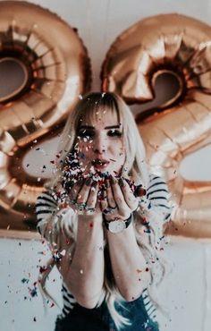 Fotos que puedes sacarte usando globos el día de tu cumpleaños - - Fotos que puedes sacarte usando globos el día de tu cumpleaños P Fotos, die Sie an Ihrem Geburtstag mit Luftballons aufnehmen können Birthday Goals, 18th Birthday Party, Girl Birthday, Birthday Celebration, Happy Birthday, Birthday Ideas, Cute Birthday Pictures, Birthday Party Photography, Wow Photo