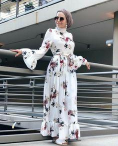 Fashion Hijab Dress Gowns Muslim Women Ideas Source by farymaguettendour fashion hijab Modern Hijab Fashion, Muslim Women Fashion, Modesty Fashion, Hijab Fashion Inspiration, Islamic Fashion, Abaya Fashion, Fashion Dresses, Hijab Style Dress, Muslim Dress