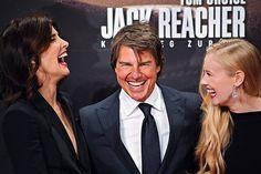 Mitte, Sony Center: Cobie Smulders, Tom Hanks und Danika Yarosh lachen sich schlapp. © Hella Wittenberg
