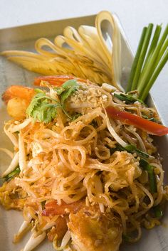 Pad Thai Noodle Fried with Shrimp by Thailands turistbyrå I Love Food, Good Food, Yummy Food, Tasty, Noodles Pad Thai, Thai Recipes, Asian Recipes, Exotic Food, Asian Cooking