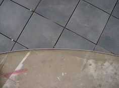 Schluter Schiene White Bathroom Tiles, Bathroom Renos, White Tiles, Tile Bathrooms, Cool Diy, Natural Stones, Diy Crafts, Cool Stuff, Construction