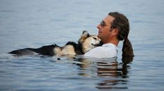 Arthritic Dog Schoep: Photo that has gone viral Mamamia http://www.mamamia.com.au/news/photo-of-a-man-with-arthritic-dog-schoep-goes-viral/