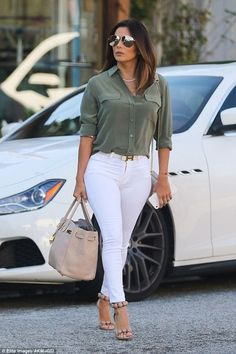 Fashion infographic : Eva Longoria in Sunglasses Victoria Beckham Collection Purse and belt H Casual Work Outfits, Mode Outfits, Work Attire, Jean Outfits, Classy Outfits, Chic Outfits, Spring Outfits, Fashion Outfits, Fashion Purses