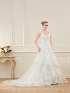 Robes de mariée Lavezzi - Pronuptia FORME NOK (bretelles et bas avec plusieurs volants)