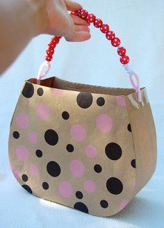 ikat bag: Tea Party Behind The Scenes - Cardboard Handbag tutorial Cardboard Box Crafts, Cardboard Crafts, Cardboard Recycling, Cardboard Playhouse, Cardboard Furniture, Diy For Kids, Crafts For Kids, Diy Karton, Handbag Tutorial