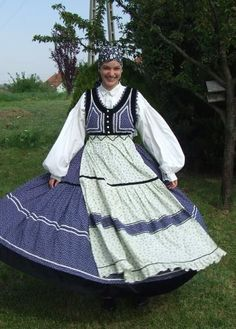 Mezöszegi, magyar népviselet - Hungary Chain Stitch Embroidery, Embroidery Patterns, Hand Embroidery, Stitch Head, Folklore, Costumes Around The World, Art Populaire, Hungarian Embroidery, Folk Dance