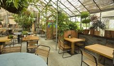 Love this space for brunch or lunch. #food #style #vintage