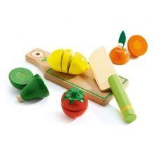Schneidebrett mit Obst und Gemüse von djeco