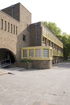 Siebe Jan Boumaschool Oliemuldersweg Groningen Architect: S. Art Bauhaus, Morden House, Amsterdam School, Brick Architecture, Vintage Interior Design, Brickwork, Art Deco Fashion, Art Nouveau, Building A House