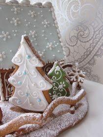 Mansikkamäki: Lumiukon piparitalo Xmas Food, Christmas Sweets, Christmas Goodies, Christmas Baking, Christmas Fun, Make A Gingerbread House, Christmas Gingerbread, Gingerbread Cookies, Sugar Plums Dancing