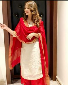 Pakistani Dress Design, Pakistani Dresses, Indian Dresses, Indian Outfits, Bollywood Dress, Designer Punjabi Suits, Indian Designer Wear, Kurti Designs Party Wear, Kurta Designs