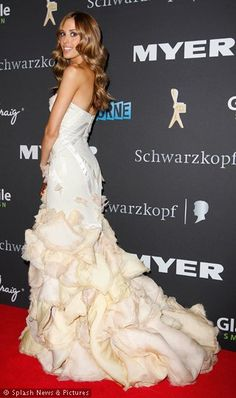 Rebecca Judd- i'm in love wit her hair color and style