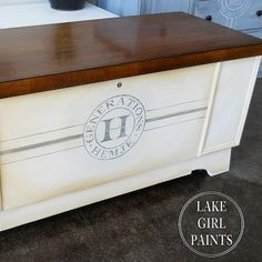 I have a hope chest at my house that I could do this to! I have a hope chest at my house that I could do this to! Cedar Chest Redo, Wood Chest, Painted Cedar Chest, Refinish Hope Chest, Furniture Projects, Furniture Makeover, Diy Furniture, Repurposed Furniture, Painted Furniture