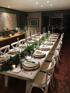 Best Christmas Table Decor ideas for Christmas 2019 where traditions meets grandeur - Hike n Dip Make your Christmas special with the best Christmas Table decoration ideas. These Christmas tablescapes are bound to make your Christmas dinner special. Christmas Table Settings, Christmas Tablescapes, Holiday Tables, Christmas Dinner Tables, Christmas Table Decorations, Decoration Table, Tree Decorations, Christmas 2019, Simple Christmas