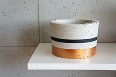 Doniczka betonowa, osłonka z betonu, L czarny mied - GrowRaw - Dekoracje