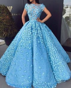 """7,304 mentions J'aime, 36 commentaires - Fashion & Gowns (@fashions.universe) sur Instagram: """"Beautiful Gown  Yes or No? By? Comment below.. . Follow us Follow @artistuniversity Follow…"""""""
