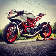 KTM Duke (1600×1600)