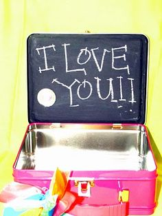 Chalkboard paint the inside of a lunchbox! Great idea for sweet messages and reminders ;) Me and My Bucket: Girly-Girl Lunch Box Girls Lunch Boxes, Cool Lunch Boxes, 1st Day Of School, Back To School Gifts, School Kids, Diy For Kids, Crafts For Kids, Sweet Messages, Business For Kids