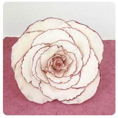 How to make a Giant Fantasy Rose Cake Topper (using gum paste) Fondant Flower Tutorial, Fondant Flowers, Cake Tutorial, Sugar Flowers, Angel Flowers, Fondant Rose, Cake Flowers, Wilton Cakes, Fondant Cakes