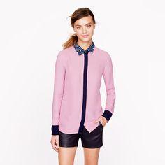Las blusas con cuellos decorados están super de moda. También puedes usar blusas normales y agregarles collares tipo cuello que las hagan ver asi