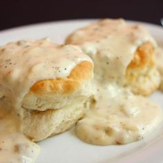 Southern Style Biscuits and Gravy. I adore biscuits and sausage gravy! What's For Breakfast, Breakfast Dishes, Breakfast Recipes, Breakfast Gravy, Morning Breakfast, Sausage Breakfast, Southern Breakfast, Omelettes, Bisquits And Gravy