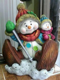 Catalogo de figuras Yesos y Figuras Christmas Snowman, Christmas Crafts, Christmas Decorations, Xmas, Christmas Ornaments, Holiday Decor, Decor Crafts, Diy And Crafts, Christmas Cake Topper