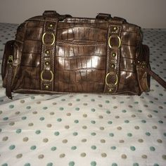 Genna de Rossi Purse Used a handful of times, perfect condition. Two small outer zipper pockets on either end. Two pockets on either side. One inner zipper pocket, two small compartments. No damage to the leather. Classic brown, goes with most outfits. Macy's Bags Shoulder Bags