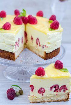 Finally a homemade white cake recipe that tastes like it… Best White Cake Recipe! Finally a homemade white cake recipe that tastes like it's from the bakery! Lemon Recipes, Sweet Recipes, Baking Recipes, Food Cakes, Cupcake Cakes, Cupcakes, Rasberry Cake, Best White Cake Recipe, Homemade White Cakes