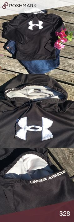 Under armour fleece hoodie sweatshirt Under Armor Fleece hooded sweat shirt with 2 pockets and logo in front and on hood. Men's small will also fit a women's med/large bundle and save 15% Under Armour Shirts Sweatshirts & Hoodies