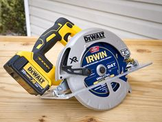 Woodworking Circular Saw Best Cordless Circular Saw Shootout - In this best cordless circular saw shootout we brought in 16 models for our most comprehensive testing ever and tested cutting speed, power, and ergonomics. Best Cordless Circular Saw, Best Circular Saw, Circular Saw Reviews, Dewalt Power Tools, Jet Woodworking Tools, Cordless Tools, Construction Tools, Good Grips, Football Helmets