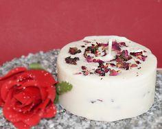 Rapskerze mit Rosenblüten. Ein schönes Muttertagsgeschenk für Alle Muttis die Naturkerzen lieben.