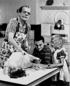 The Monster Family prepares for Thanksgiving ~ ♛