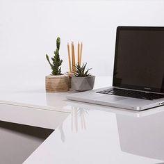 Идеальное рабочее место в минимализме от @khar4enko👏