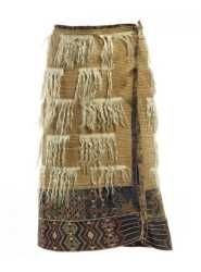 Kahu koati style of cloak Polynesian People, Maori Patterns, Flax Weaving, Maori People, Maori Designs, Maori Art, Folk Costume, Festival Wear, Cloak